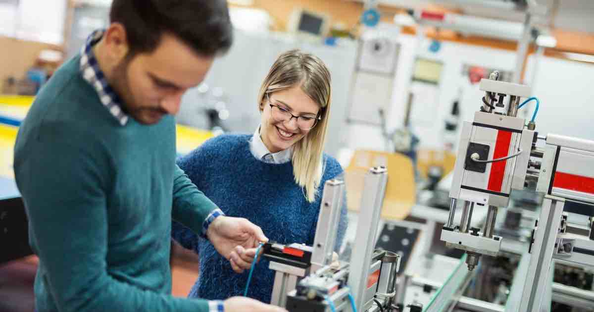 Bachelor of Science (BS) students in engineering lab- min