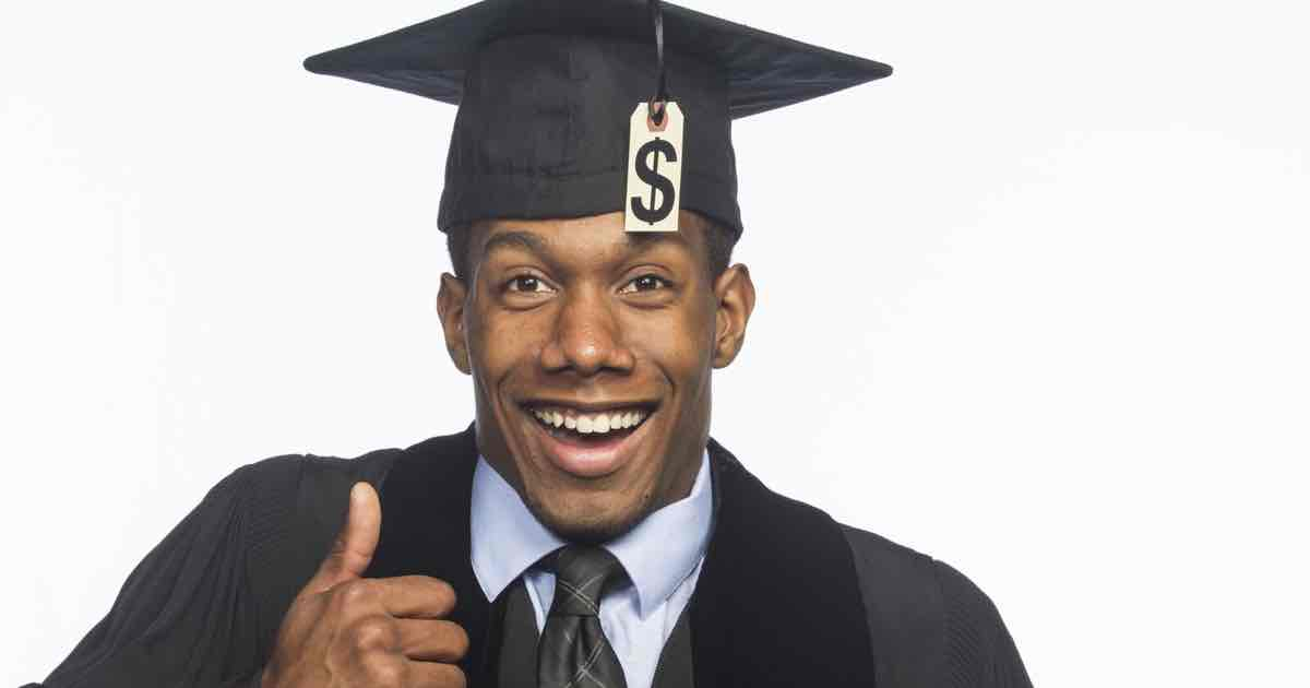 Reasons to go to college - College student getting financial aid