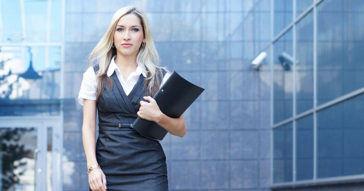 Online-MBA-main-image-female-MBA-graduate1